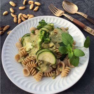 massa com vegetais e pesto amêndoa nutriente secreto